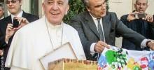Al Papa Francesco il nostro abbraccio colorato.